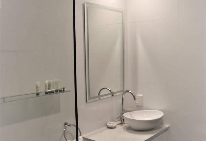 Queen Suite Bathroom 2